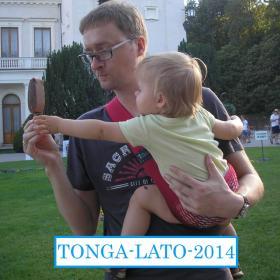 Nosidełko Tonga kolor czerwony - na wakacjach